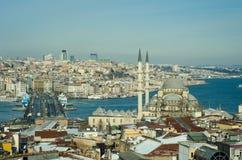 Eminonu områdesGalata bro, Levent skyscapers Istanbul Royaltyfri Fotografi