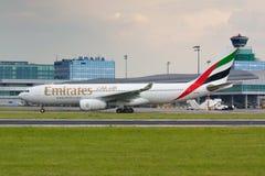 Emirados A330 Imagem de Stock Royalty Free