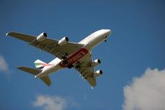 Emirados A380 na aproximação Imagem de Stock Royalty Free