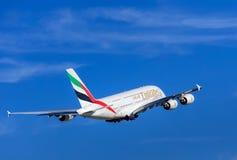 Emirados Airbus A-380 após a descolagem no aeroporto de Zurique Fotografia de Stock