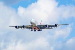 Emirados Airbus A380 na aproximação Fotos de Stock