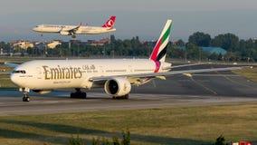 Emirados de A6-EPN, Boeing 777-300 Imagens de Stock