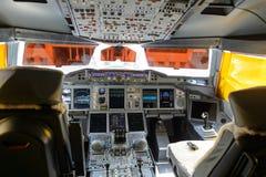Emiratów A380-800 kokpitu wnętrze Fotografia Royalty Free