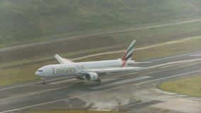 Emirat dróg oddechowych samolotowy lądowanie przy Phuket lotniskiem z vapo Zdjęcia Royalty Free