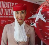 Emirat linii lotniczych steward przy emirat linii lotniczych budka Obraz Stock