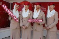 Emirat linii lotniczych steward przy emirat linii lotniczych budka Zdjęcie Stock