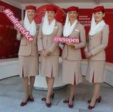 Emirat linii lotniczych steward przy emirat linii lotniczych budka Fotografia Stock