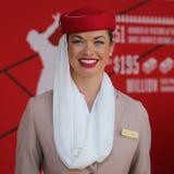 Emirat linii lotniczych steward przy emirat linii lotniczych budka Obrazy Stock