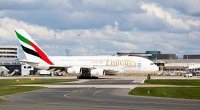 Emirate A380-861, die sich vorbereiten, sich an Manchester-Flughafen zu entfernen Stockbilder