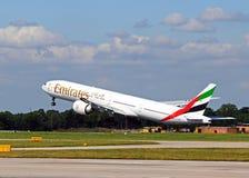Emirater Boeing 777-300, Manchester Royaltyfri Bild