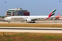 Emirater Boeing 777 på Malta Arkivfoton