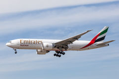 Emirater SkyCargo Boeing 777 F Royaltyfri Bild