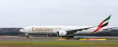 Emirates Airlines Boeing 777 in motion Royalty Free Stock Photography