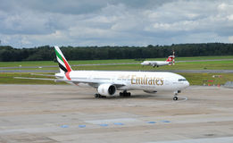 Emirates Boeing 777  in airport Hamburg Royalty Free Stock Photography