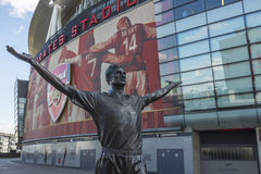 Emirates Stadium dell'arsenale della statua di Tony Adams Fotografia Stock