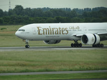 Emiratesflygbolag Boeing 777 Royaltyfria Foton
