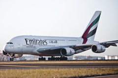 emirateslandningsbana för flygbolag a380 royaltyfri bild