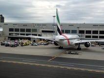 Emiratflyg EK 237 under karantän på den Boston flygplatsen Arkivbild