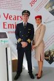Emiratflygbolag pilot och flygvärdinna på emiratflygbolagbåset på Billie Jean King National Tennis Center Arkivbilder