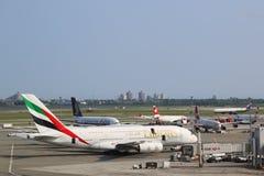 Emiratflygbolagflygbuss A380 på JFK-flygplatsen i New York Royaltyfria Bilder
