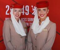 Emiratflygbolagflygvärdinnor på emiratflygbolagbåset på Billie Jean King National Tennis Center Royaltyfri Foto
