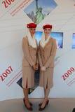 Emiratflygbolagflygvärdinnor på emiratflygbolagbåset på Billie Jean King National Tennis Center under US Open Royaltyfri Bild
