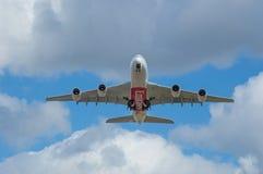 Emiratflygbuss A380 som precis tas av Arkivfoto