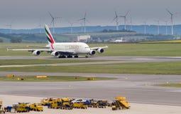 Emirati A380 che prendono offf fotografia stock libera da diritti