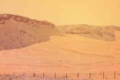 EMIRATOS ÁRABES DE DUBAI-UNITED EL 21 DE JULIO DE 2017 En el destino de la aventura de la arena y de la montaña del desierto Imagenes de archivo