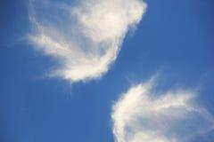 EMIRATOS ÁRABES DE DUBAI-UNITED EL 21 DE JULIO DE 2017 Nubes en el cielo azul Naturaleza bendecida con el cielo azul suave hermos Foto de archivo libre de regalías