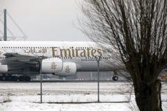 Emiratos Airbus A380-800 A6-EEB, aeropuerto MUC de Munich Imagen de archivo libre de regalías