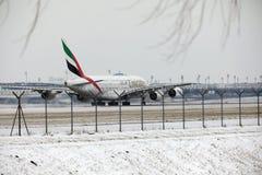 Emiratos Airbus A380-800 A6-EEB, aeropuerto MUC de Munich Fotografía de archivo