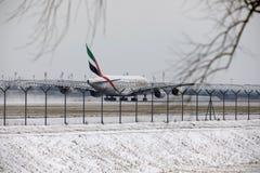 Emiratos Airbus A380-800 A6-EEB, aeropuerto MUC de Munich Foto de archivo libre de regalías