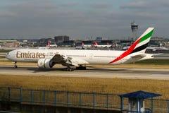 Emiratos Boeing 777-31H de A6-ENK Imágenes de archivo libres de regalías