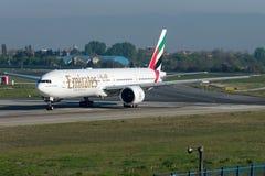 Emiratos de A6-EBM, Boeing 777 - 300 Foto de archivo