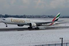Emiratos de A6-EBW, Boeing 777-300 Fotografía de archivo libre de regalías