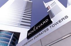 Emirats torreggia su boulevard Immagini Stock