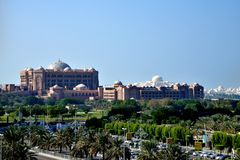 Emiratslotthotell, Abu Dhabi Corniche Royaltyfria Foton