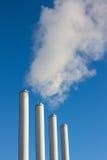 Emisiones de las chimeneas del humo Foto de archivo libre de regalías