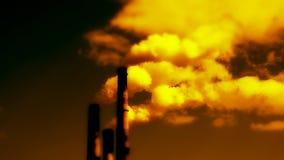 Emisiones de sustancias nocivas en la atmósfera almacen de video