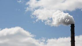 Emisiones de sustancias nocivas en la atmósfera almacen de metraje de vídeo