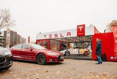 Emisiones del coche eléctrico cero del modelo S de Tesla imagen de archivo libre de regalías