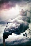 Emissão de fumo da fábrica imagem de stock