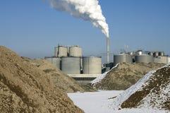Emissões de CO2 da tubulação de conduto do central elétrica de carvão foto de stock royalty free