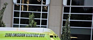 Emissieloze Elektrische Bus stock afbeeldingen