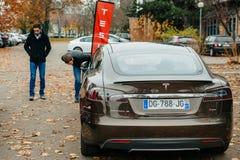 Emissionen des Elektroautos null Tesla-Modells S Lizenzfreie Stockfotografie