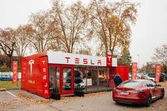 Emissionen des Elektroautos null Tesla-Modells S Lizenzfreie Stockfotos