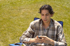Emitindo sms foto de stock royalty free