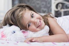Emma-liten flicka med gröna ögon Royaltyfria Bilder
