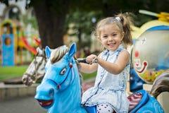 Emma-piccola ragazza con gli occhi verdi Fotografia Stock
